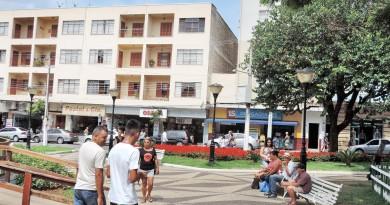 Praça no Centro de Pinda; cidade apresenta projeto de modernização de espaço com investimento da iniciativa privado de R$ 300 mil (Foto: Arquivo Atos)