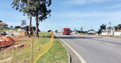 Trecho da rodovia Presidente Dutra, na altura de Lorena; concessionária deu início às obras para facilitar acesso no Vale do Paraíba (Foto: Rafaela Lourenço)