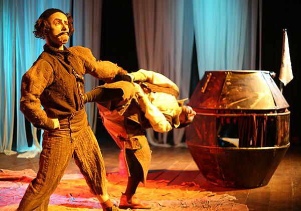 """Peça teatral """"Cada um no seu barril"""", que tem apresentação em Pindamonhangaba, neste domingo (Foto: Divulgação)"""
