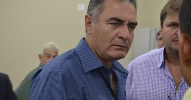 O prefeito Ernaldo Marcondes que enfrenta problemas para reajustar os ganhos dos servidores em 2018 (Foto: Arquivo Atos)