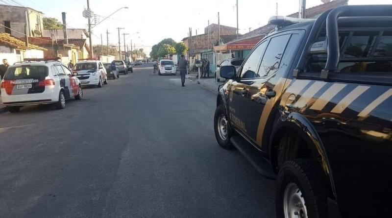 A Polícia Federal durante operação nas ruas de Lorena; combate ao tráfico reforçado (Foto: Divulgação PRF)