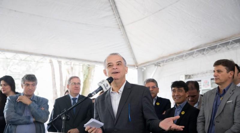 O governador Marcio fala durante evento que confirmou convenio com ´5 municípios da região (Foto: Divulgação)