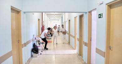 Corredores do Pronto Socorro de Pindamonhangaba, que entra na segunda fase de reforma estrutural (Foto: Divulgação)