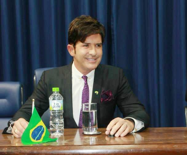 O cirurgião plástico e candidato Dr. Rey, acusado por assédio em Lorena (Foto: Reprodução)