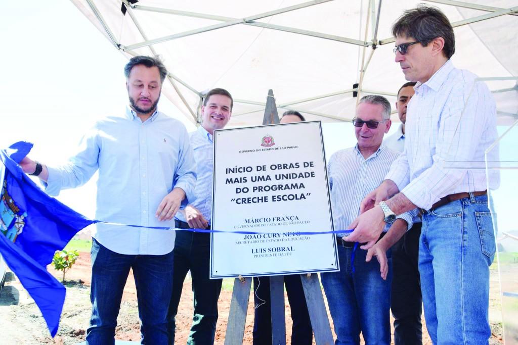 Cerimônia que anunciou a construção de creche na rede pública de Lorena (Foto: Divulgação PML)