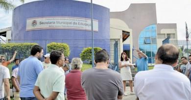 Uma das audiências realizadas na secretaria de Educação para debater acordo entre classe e Prefeitura (Foto: Leandro Oliveira)