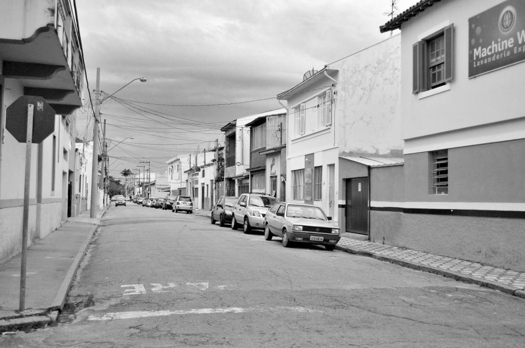 Área residencial, no Campo do Galvão, em Guaratinguetá; Prefeitura abre negociação com devedores (Foto: Leandro Oliveira)