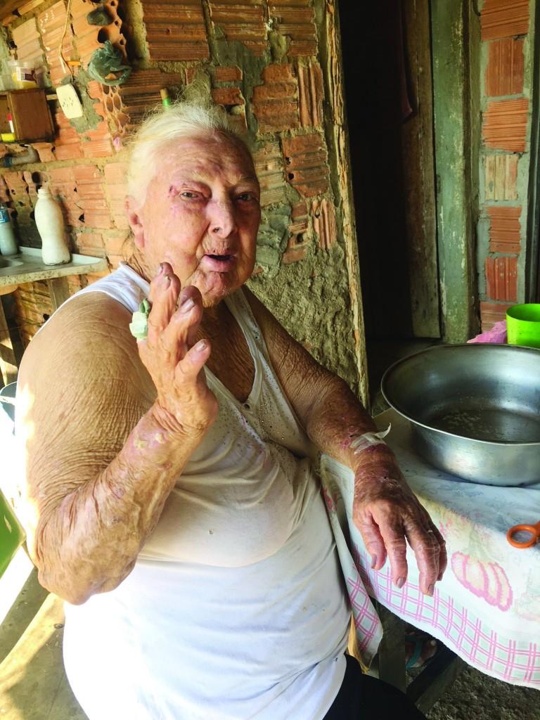 Catarina da Cruz, que espera por solução da Prefeitura sobre moradias (Foto: Jéssica Dias)