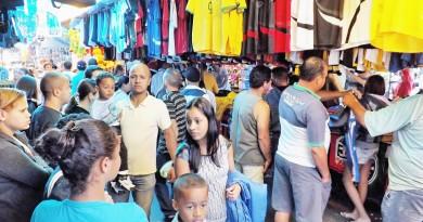 Movimentação na feira livre de Aparecida; foco de reclamações de ambulantes e consumidores, estrutura recebe atenção da Prefeitura (Foto: Arquivo Atos)
