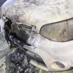 Teca tem carro incendiado e revela receber série de ameaças de morte
