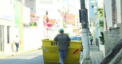 Caçamba para coleta de entulhos em ruas da região é cenário fácil de encontrar; cidades se organizam para garantir destino de descartáveis (Foto: Letícia Noda)