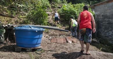Trabalho de vistoria acompanhado por morador. (Foto: Divulgação PMU)