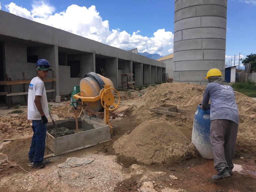 Obra da construção de unidade da Vila Suely; nova creche será a maior na rede pública, com 890m² (Foto: Jéssica Dias)