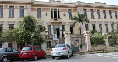 A escola estadual Rodrigues Alves, que passou perto de ter Unitau (Foto: Juliana Aguilera)