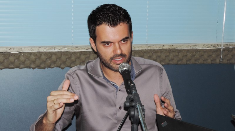 O prefeito Thales Gabriel, que afasta irregularidades na contratação de empresa para educação municipal (Foto: Arquivo Atos)