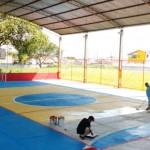 Comunidade e funcionários e alunos se unem para recuperar quadra de escola estadual em Lorena