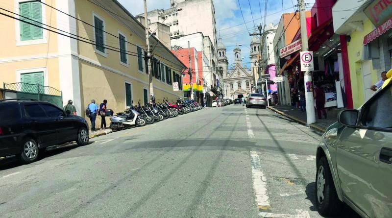 Rua Dr. Martiniano, no Centro de Guará, que passará por obra com a criação de um calçadão; proposta faz parte de projeto para centro turístico (Foto: Larissa Diamantino)