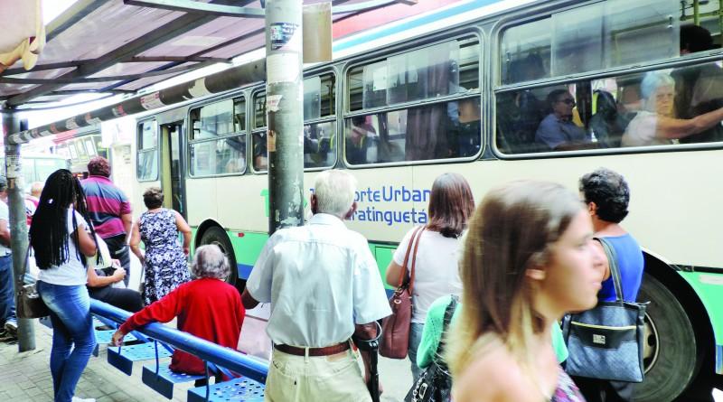 Ponto do TUG no centro de Guaratinguetá; serviço entra em alerta após discussão sobre tarifa (Foto: Arquivo Atos)