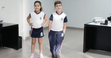 Alunos de Pinda com o novo uniforme entregue pela Prefeitura; investimento chega a R$3 milhões (Foto: Divulgação PMP)
