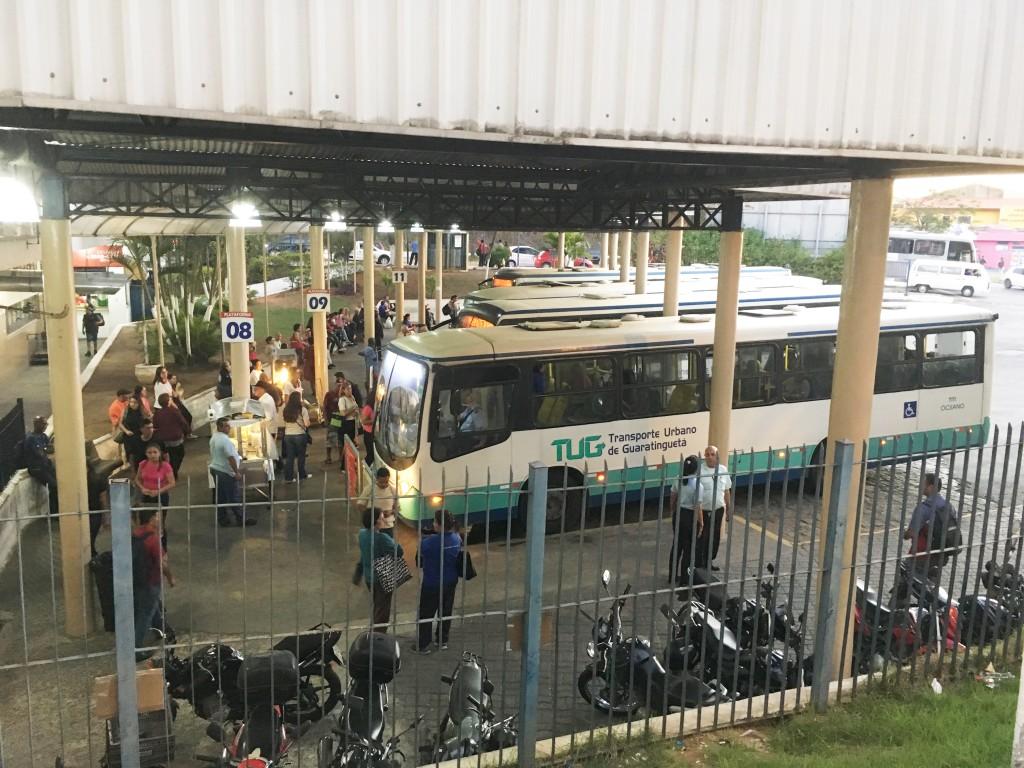 Áreas dos ônibus do TUG na rodoviária de Guaratinguetá; espaço deve ter nova gestora definida até outubro (Foto: Leandro Oliveira)