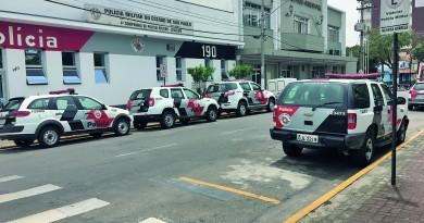 Batalhão da Polícia Militar vizinho à Prefeitura de Cruzeiro; cidade aposta em parceria para reduzir números (Foto: Jéssica Dias)