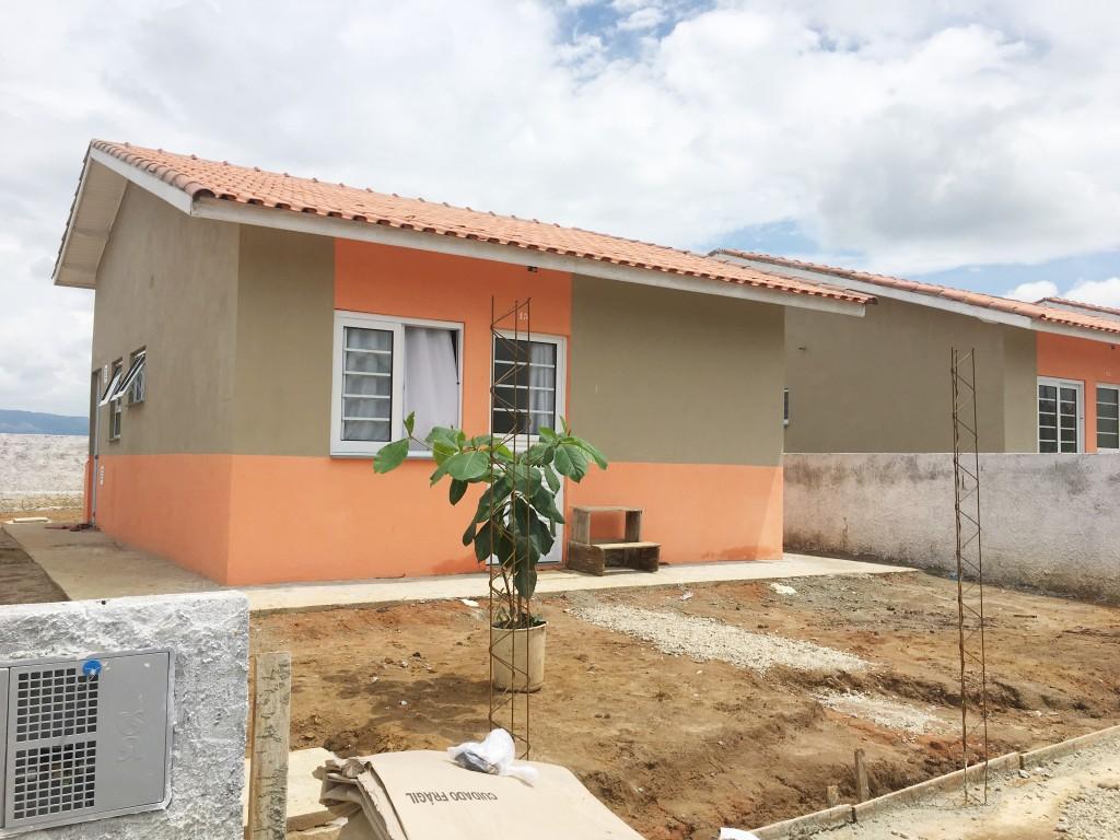 Residencias do conjunto habitacional de Ccahoeira Paulista, um das obras retomadas neste mês; apenas quatro cidades contemplarão cerca de 300 famílias (Foto: Arquivo Atos)