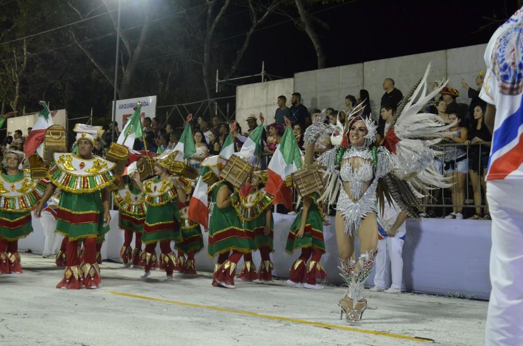Rainha da bateria da escola X no Carnavla 2019; escolas de samba