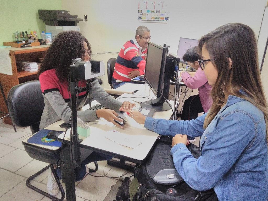 trabalho do cartório eleitoral de Lorena; cidades do Vale farão parte do plantão estadual de biometria deste sábado (Foto: Francisco Assis)