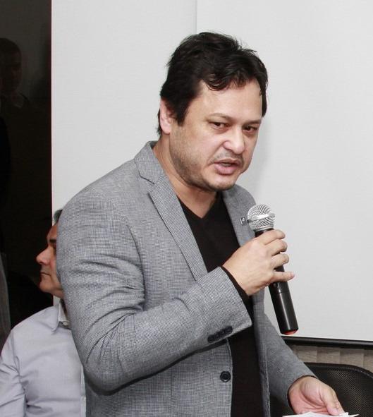 O prefeito Délcio Sato que teve bens bloqueados (Foto: Reprodução)