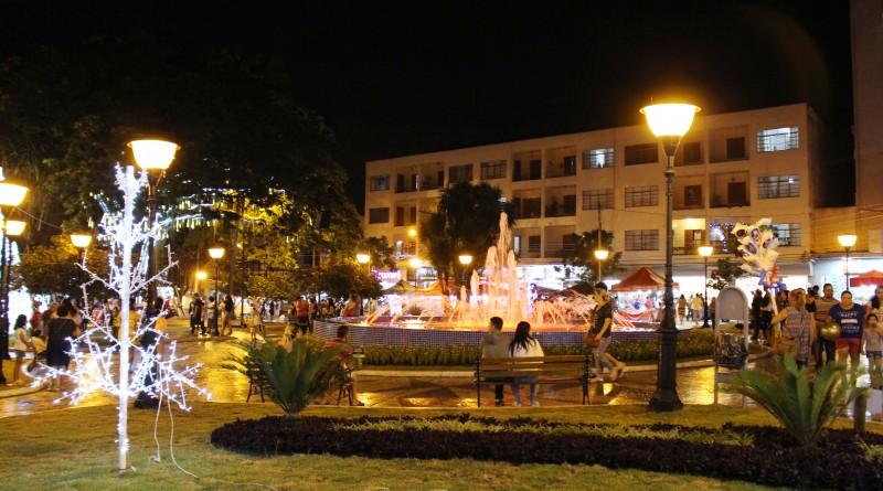 A praça Monsenhor Marcondes, revitalizada para o período de Natal, no Centro de Natal; obra contou com investimento de quase R$ 500 mil (Foto: Bruna Silva)