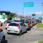 """Blitz sanitária em Caraguá aborda mais de novecentos veículos no """"feriadão"""""""
