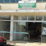 Troca de sistema causa fila e lentidão no Laboratório Municipal de Pinda