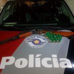 Flagrado com espingarda, homem é liberado após pagar fiança em Cruzeiro
