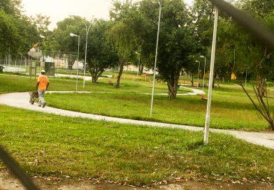 População denúncia uso de drogas, sexo e más condições em parques de Lorena