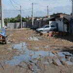 Com esgoto a céu aberto e alagamentos, famílias do Parque das Rodovias recebem promessa de obras para esta semana