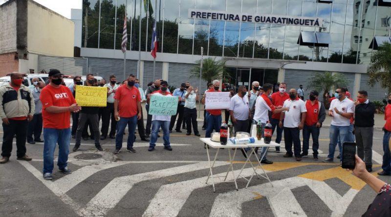Funcionários param transporte de Guará por atrasos de benefícios