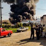 Incêndio atinge fábrica de tintas na entrada de Piquete